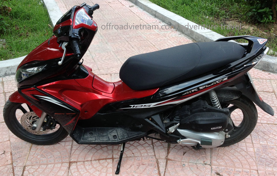 Hanoi motorbikes for rent: Honda Air Blade fully automatic 125cc scooters