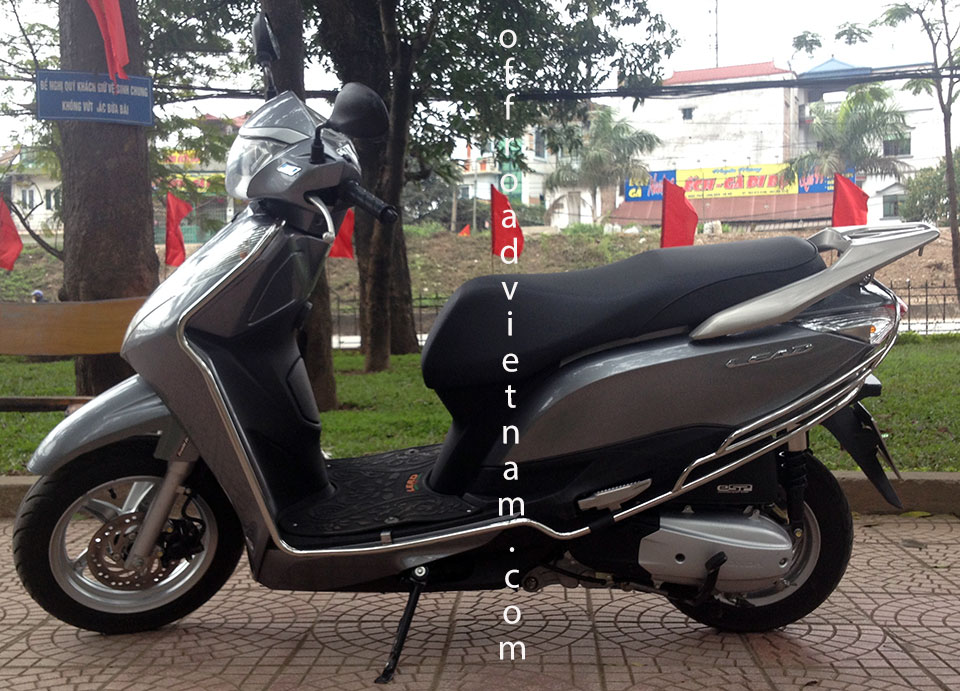 Hanoi Motorcycle Rentals: Honda automatic scooter 2013 Lead 125cc