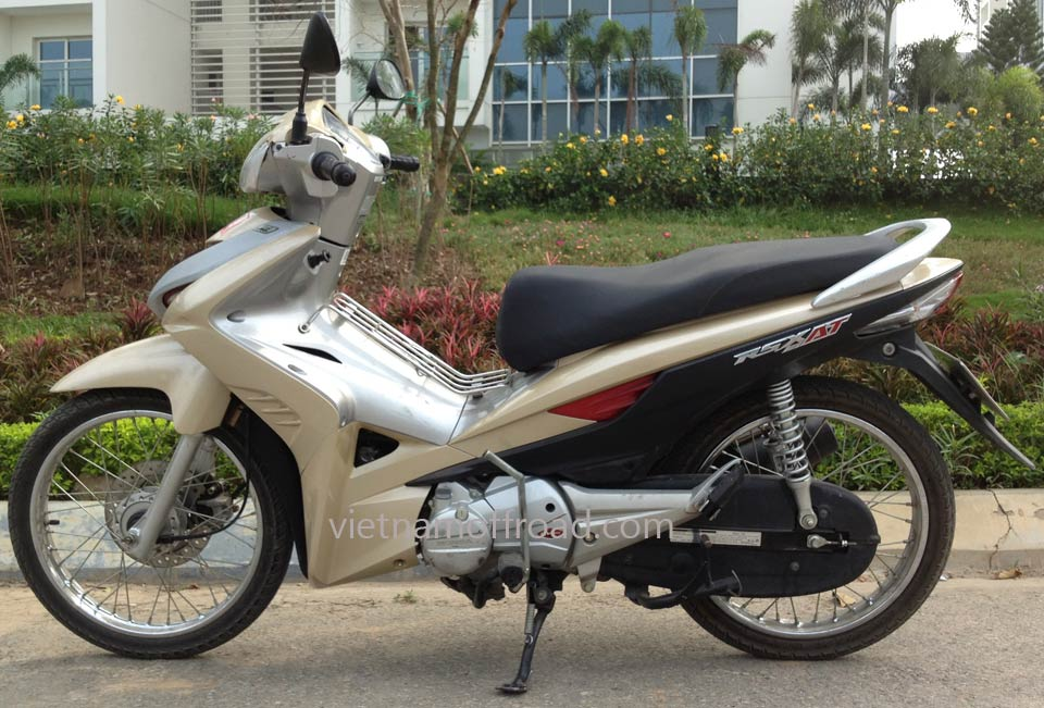 Easy Scooter Tours: Honda automatic scooter 2010 Wave RSX AT 110cc