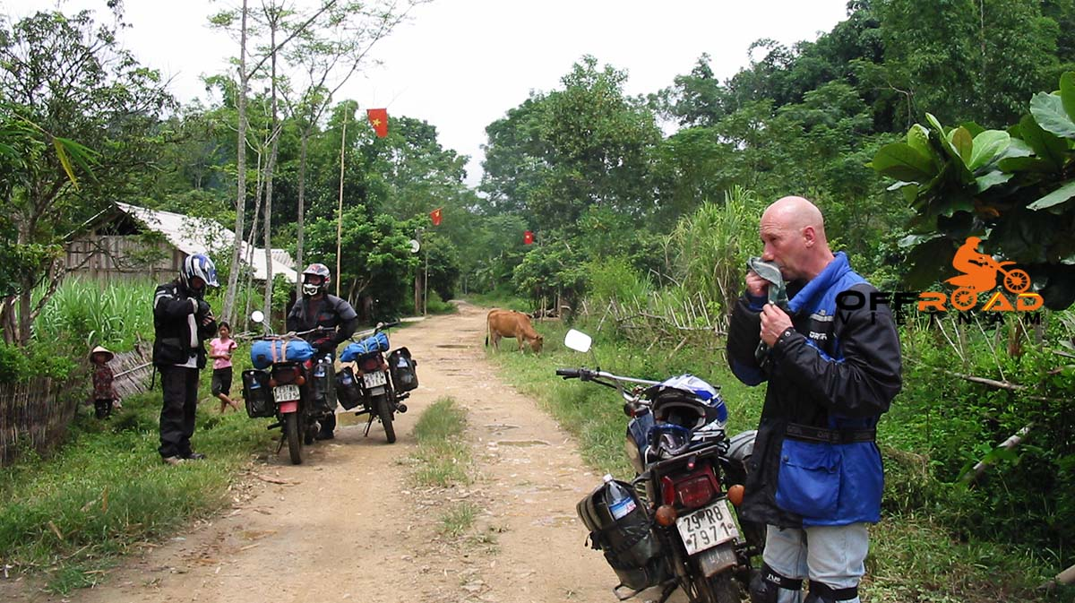 Safety riding gear you should rent in Hanoi for protecting yourselves while motorbiking in Vietnam>